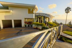 Contemporary La Jolla Residence